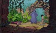 Baloo et mowgli arrivent au palait du roi louis