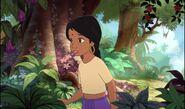 Shanti parcours la jungle à la recherche de mowgli