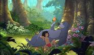 Mowgli et baloo profitent de la belle vie dans la jungle