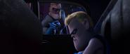 Buddy dans la voiture de police
