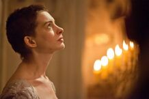 Anne-Hathaway-in-Les-Miserables-2012-Movie-Image1-600x400