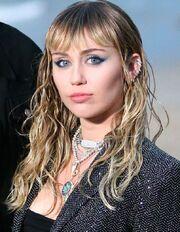 Miley-Cyrus-je-suis-une-grande-gueule-qui-fume-de-la-drogue-et-qui-twerke-mais-je-ne-suis-pas-une-menteuse.jpg
