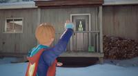 Captain Spirit mira latas