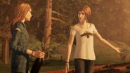Rachel e Chloe no Ferro Velho