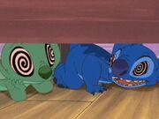 Stitch wird hypnotisiert.jpg