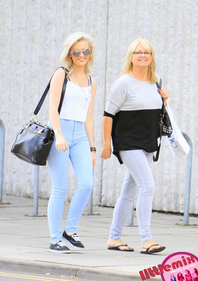 Normal Perrie and her mum shopping - 7