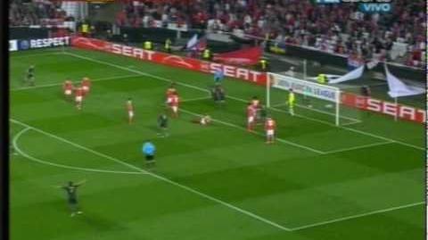 Agger, gol de taco del danes con Liverpool contra Benfica 01-04-2010 - gol -goal