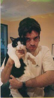 Marc Corbera i el seu gatet Blacky.jpg