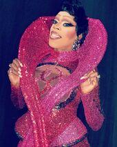 Jasmine Masters, Curves Look