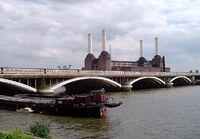 Grosvenor Bridge, River Thames, London, England.jpg