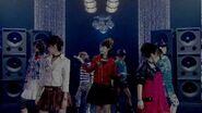 Berryz工房「抱きしめて抱きしめて」 (MV)