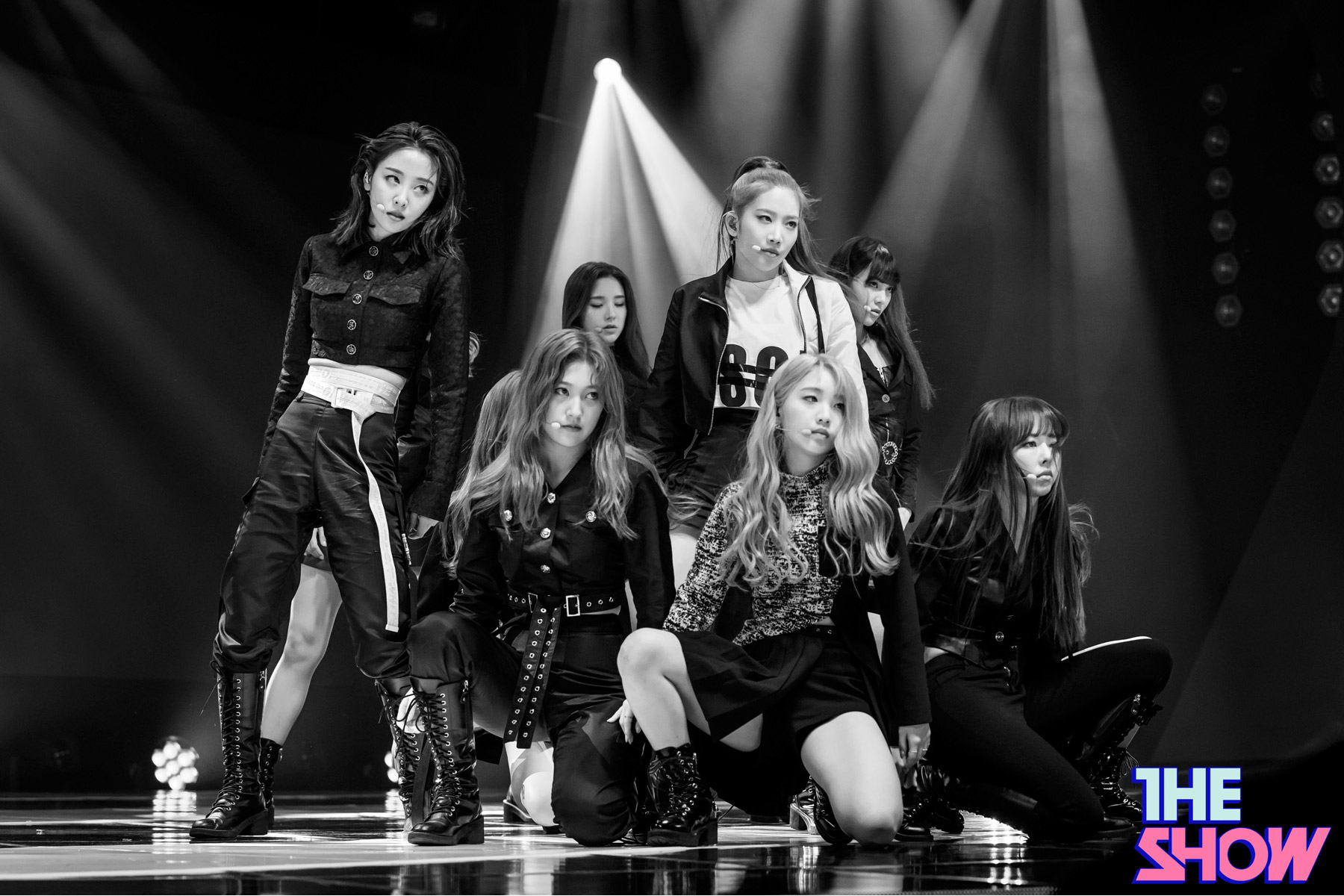 200212 THE SHOW Stage So What LOONA 1.jpg