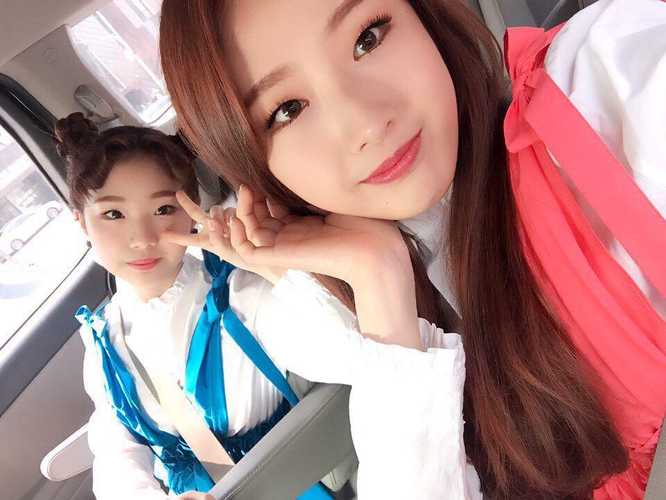 170305 SNS HaSeul YeoJin.jpg
