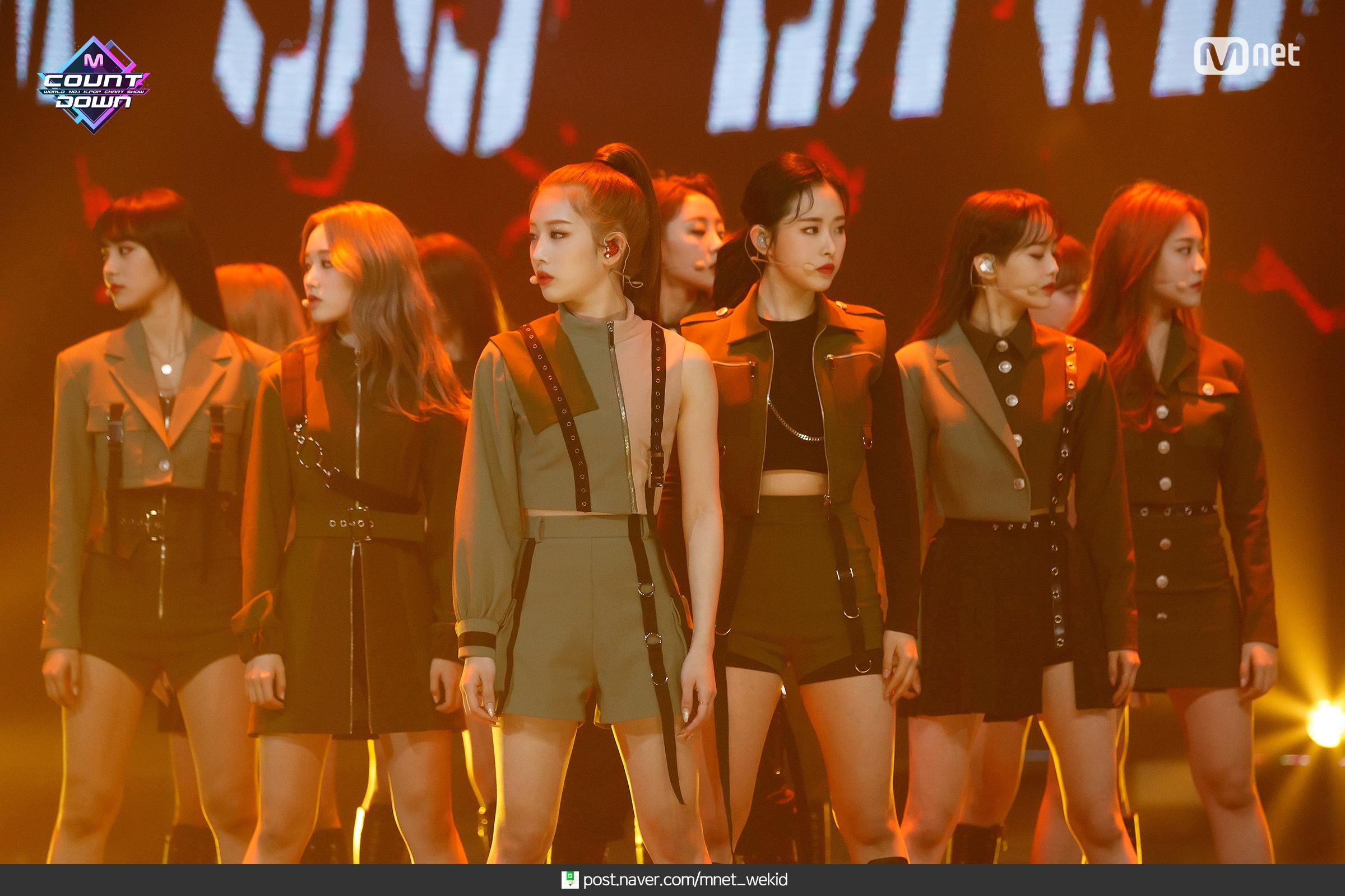 200213 MCountdown Naver So What LOONA 1.jpg