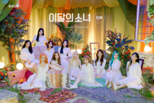 12-00 (Star) Promotional Picture LOONA 2