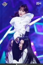 190221 Mcountdown Naver Butterfly Chuu 7