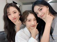 210815 SNS (HaSeul, JinSoul, Yves) 1