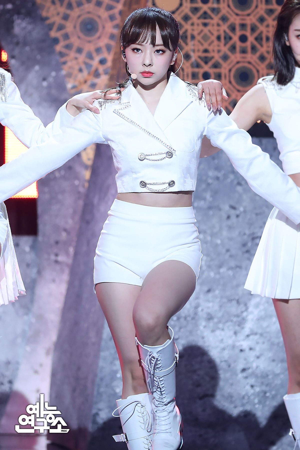 200208 Show Champion Stage So What ViVi.jpg