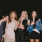 210905 SNS HeeJin, Kim Lip, JinSoul, Yves