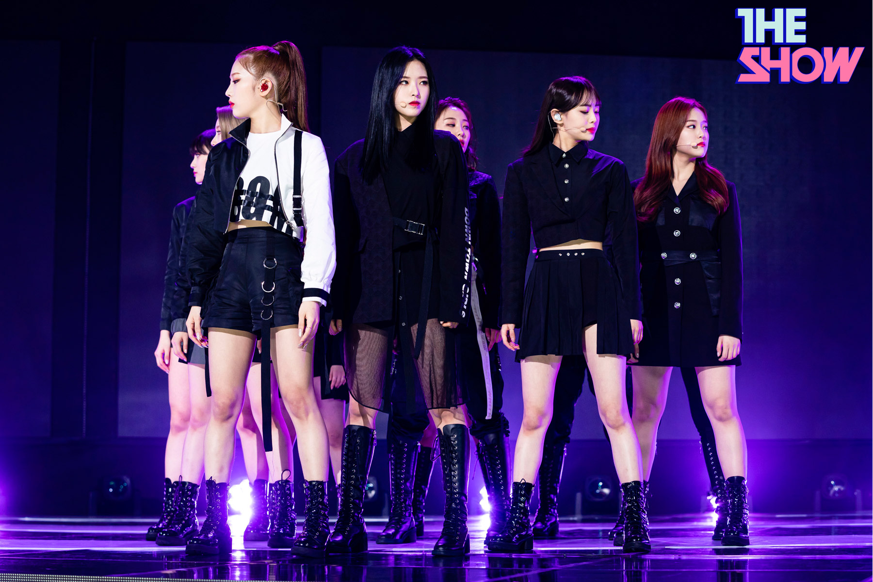 200212 THE SHOW Stage So What LOONA 5.jpg