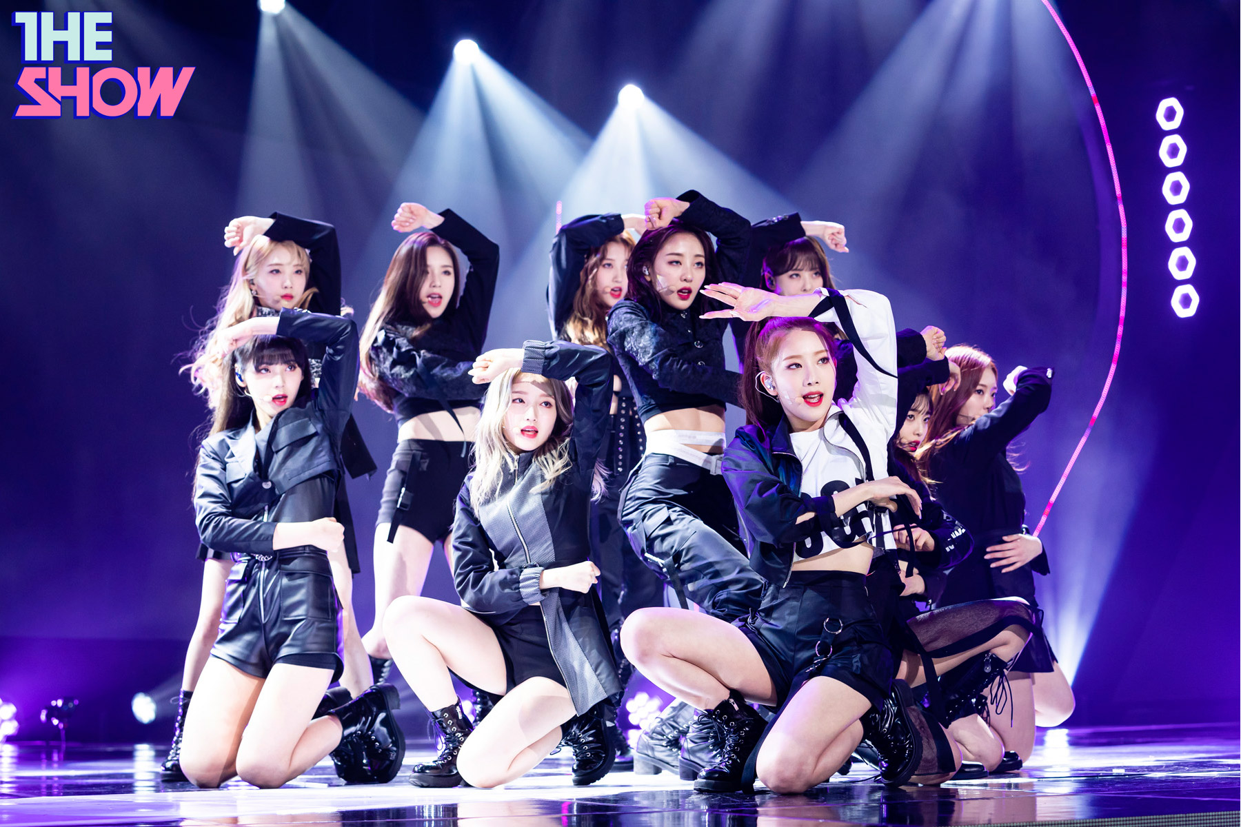 200212 THE SHOW Stage So What LOONA 6.jpg