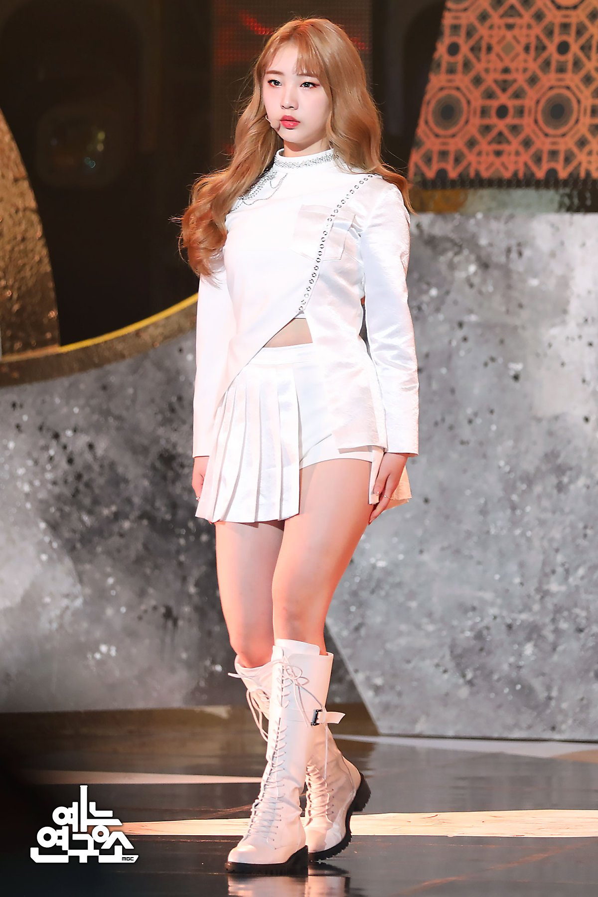 200208 Show Champion Stage So What YeoJin 1.jpg