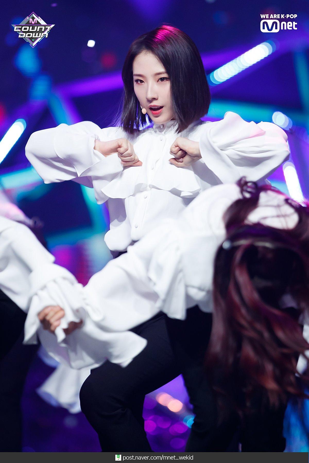 190221 Mcountdown Naver Butterfly HaSeul 5.jpg