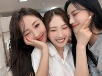 210815 SNS (HaSeul, JinSoul, Yves) 4