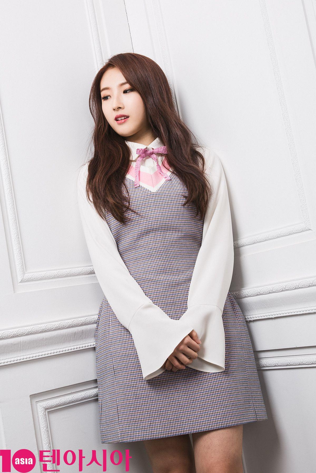 HaSeul 10asia LOONA 1-3 2017.jpg