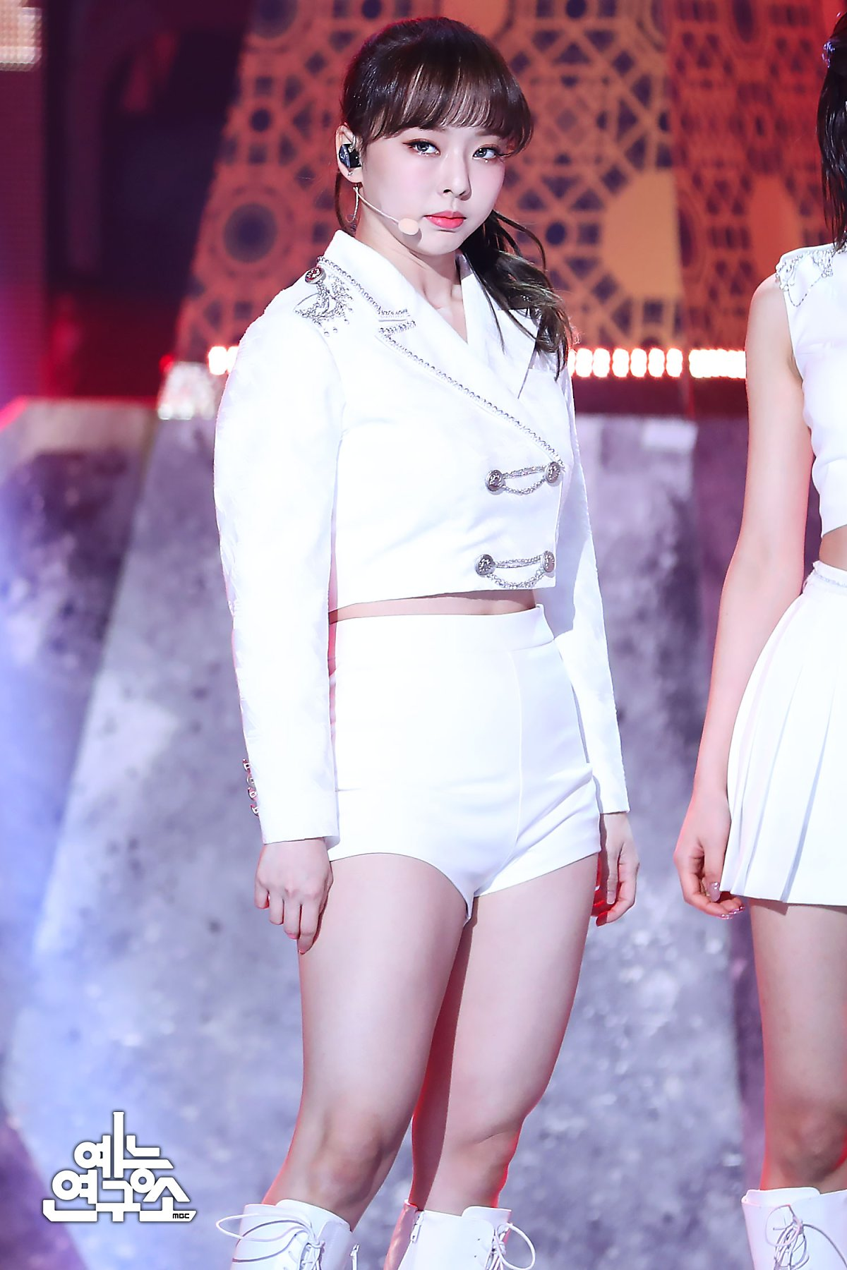 200208 Show Champion Stage So What ViVi 2.jpg