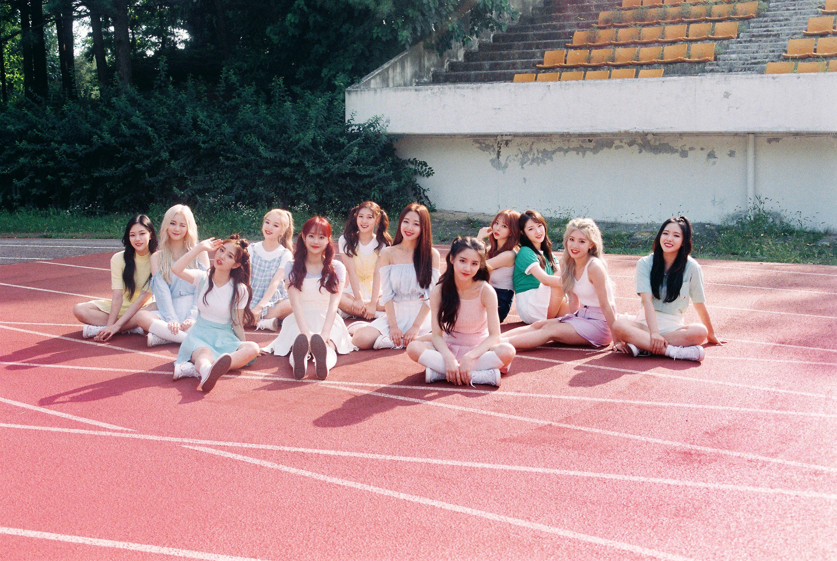 LOONA ++ group photo v1.png