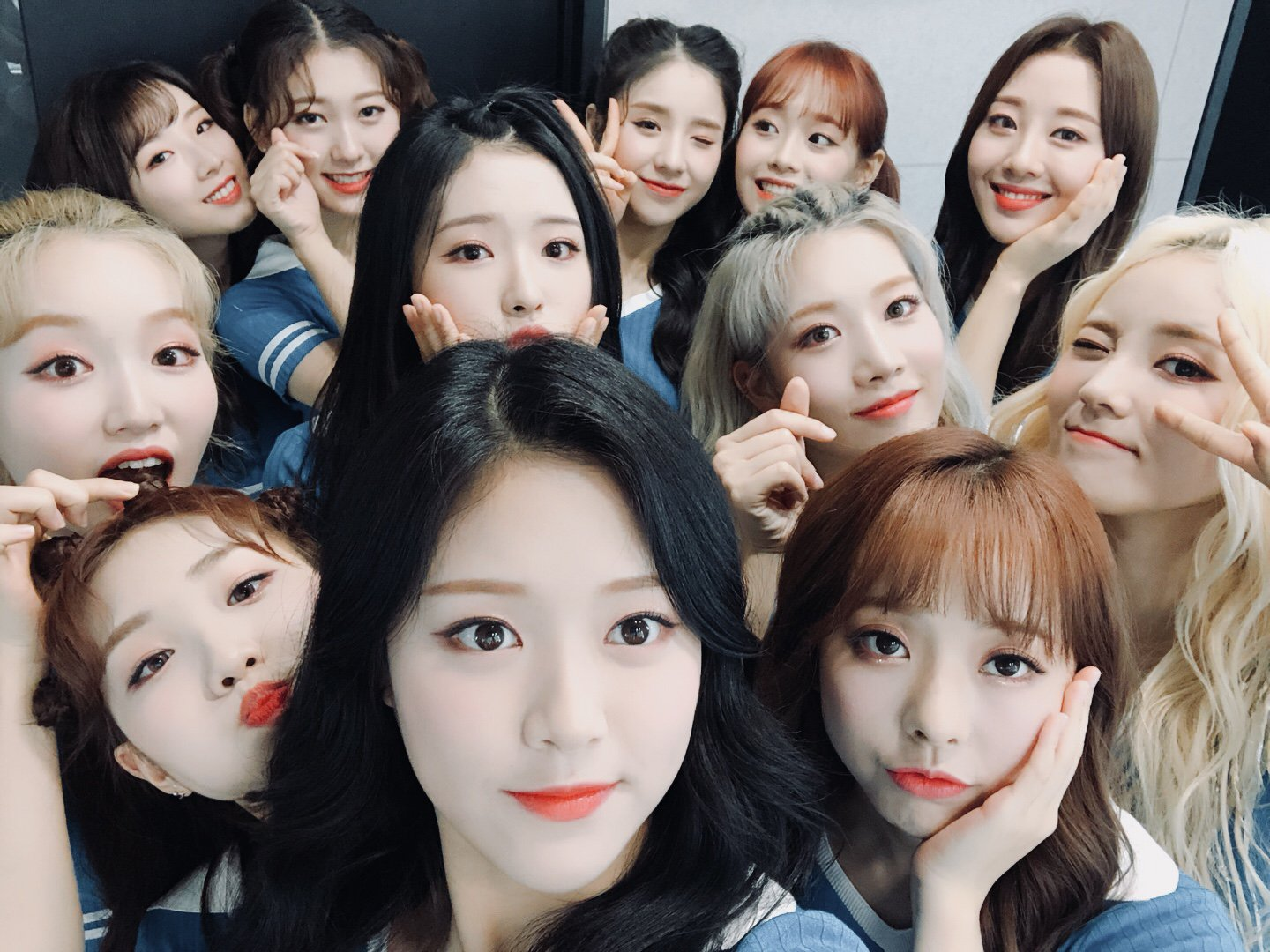 180901 SNS LOONA.png