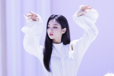 LOONA Butterfly BTS 49