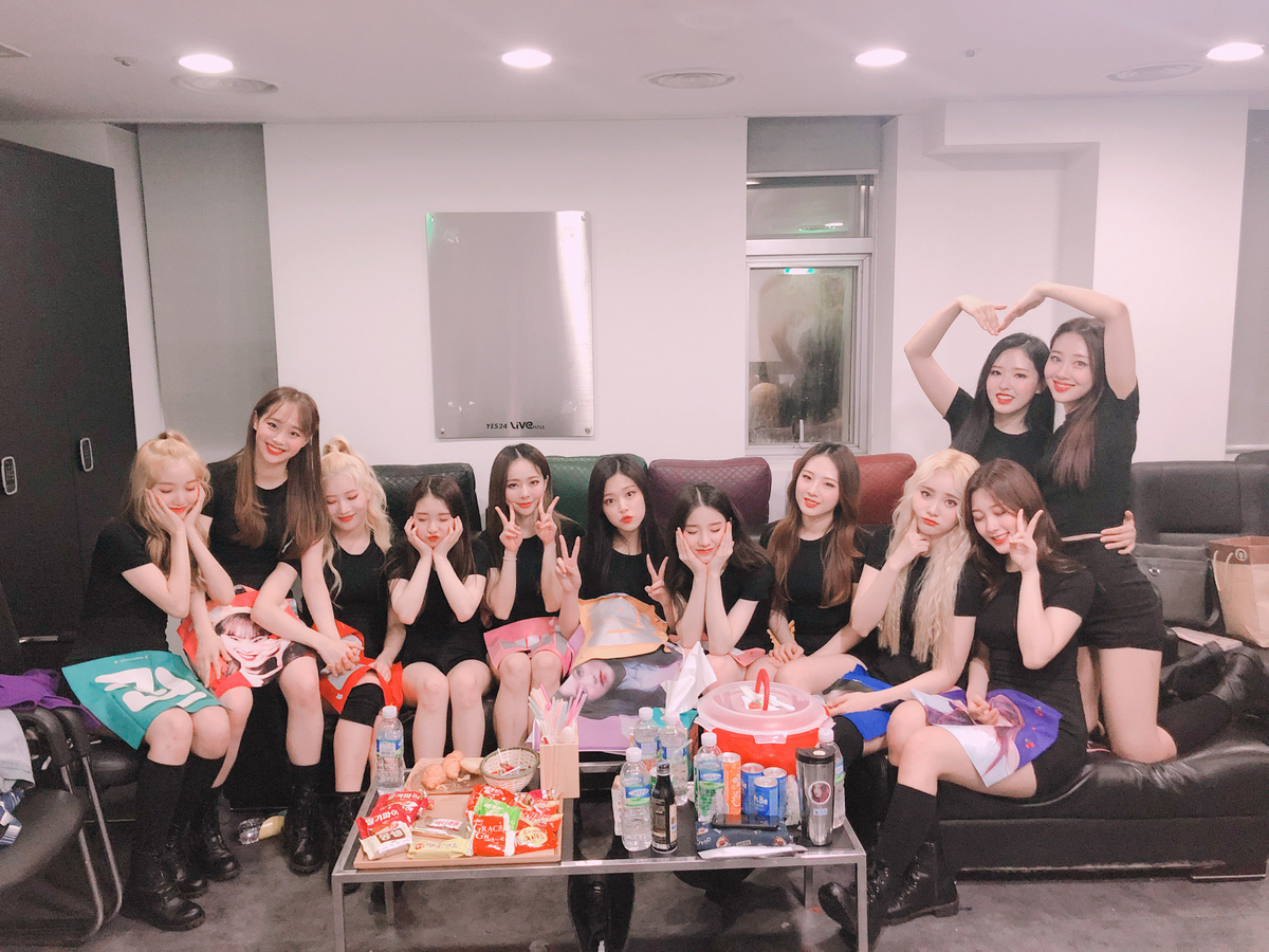 180615 SNS LOONA.png