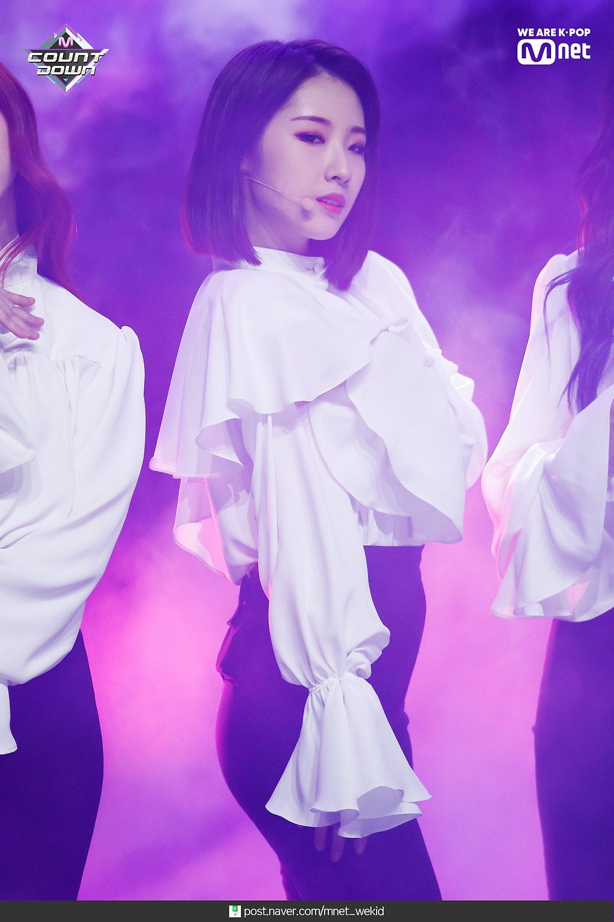 190221 Mcountdown Naver Butterfly HaSeul 3.jpg