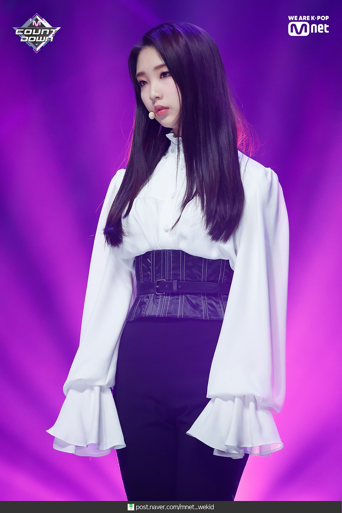 190221 Mcountdown Naver Butterfly YeoJin.jpg