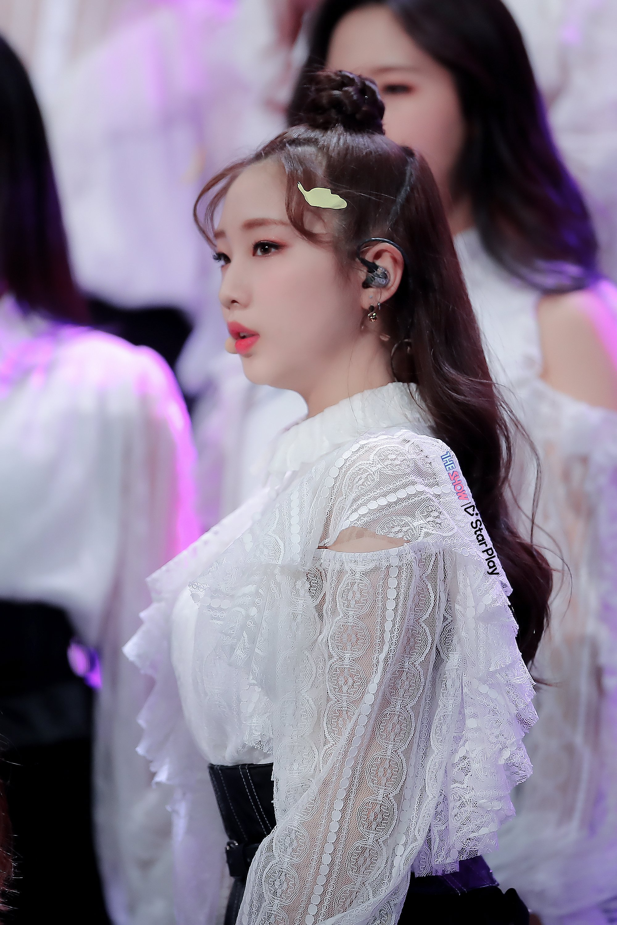 190305 THE SHOW Stage Butterfly YeoJin.jpg