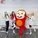 201218 SNS Kim Lip, Choerry, Go Won 2