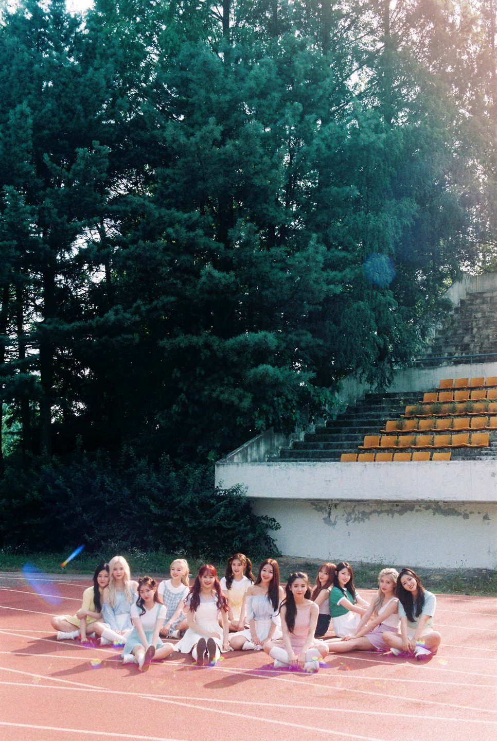 LOONA ++ group photo v2.png