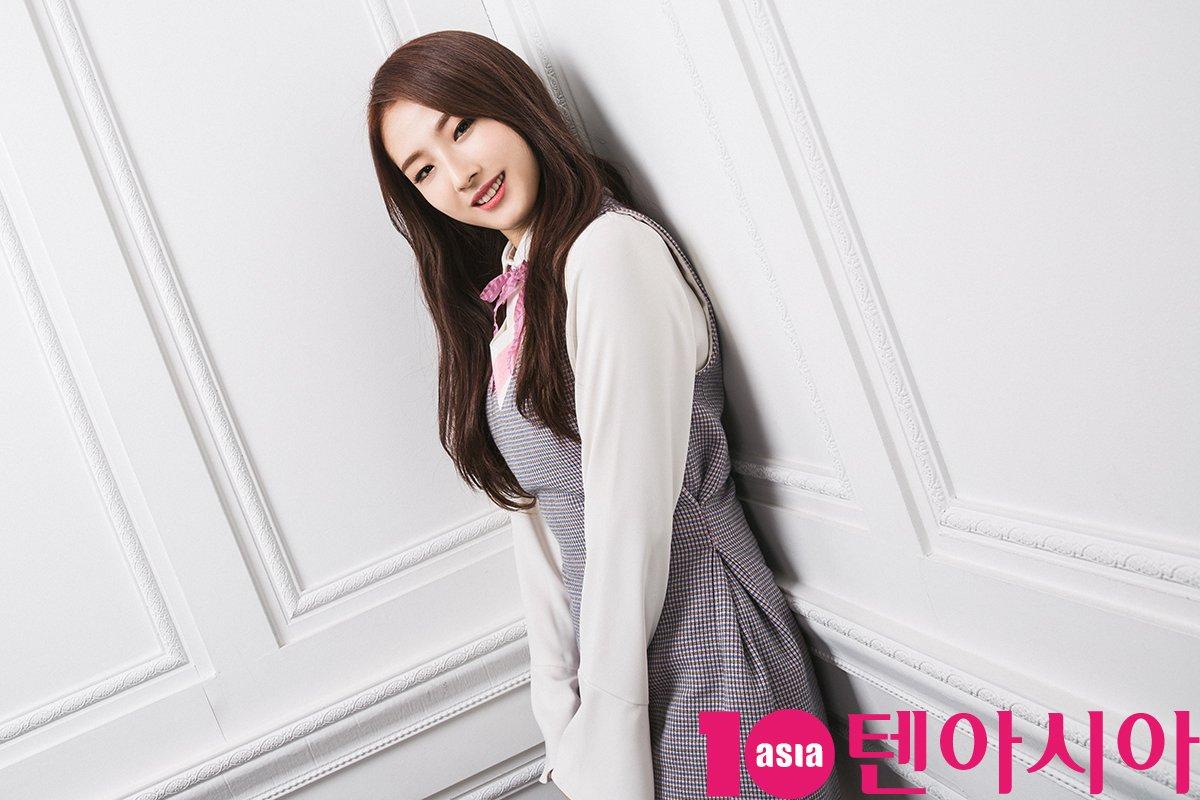 HaSeul 10asia LOONA 1-3 2017 2.jpeg