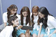 181109 SNS Hi High Diary 4 HeeJin Choerry Yves Chuu HyunJin