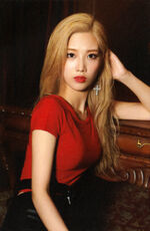 Kim Lip single Photocard 4