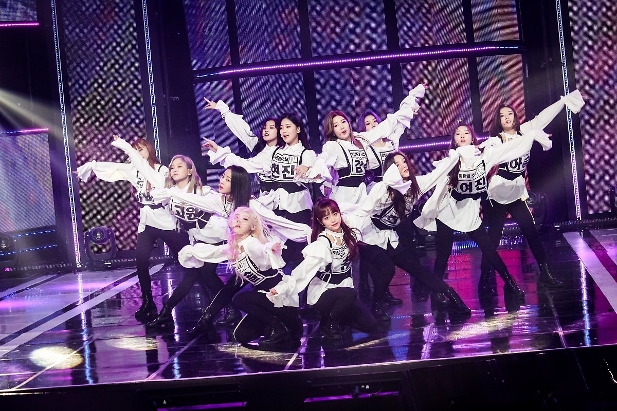 190322 Show Champion Stage Butterfly LOONA 2.jpg