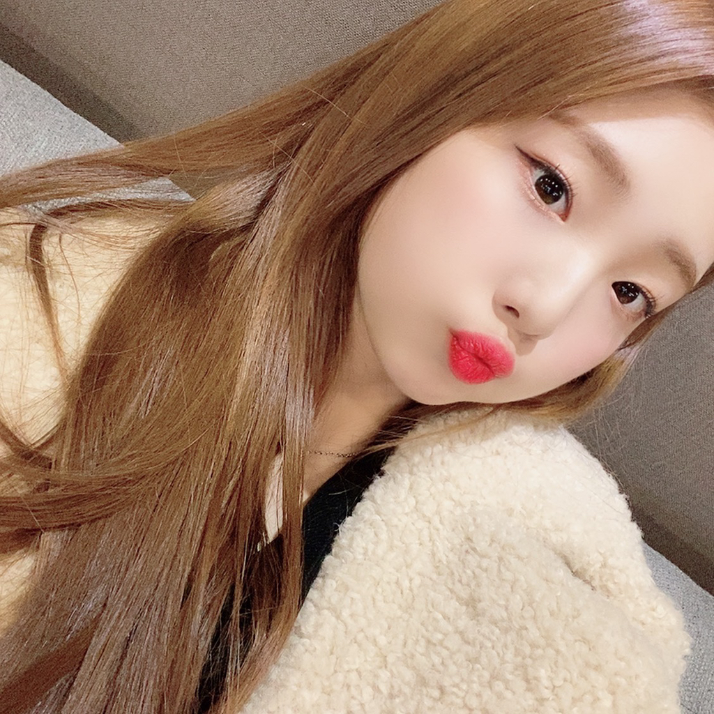 200116 FanCafe 3rd Anniversary YeoJin 1.png