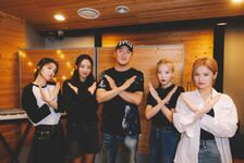 210903 SNS (HeeJin, Kim Lip, JinSoul, Yves)