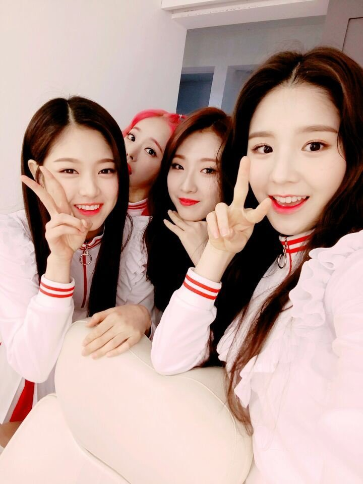 170329 SNS LOONA 1-3.png