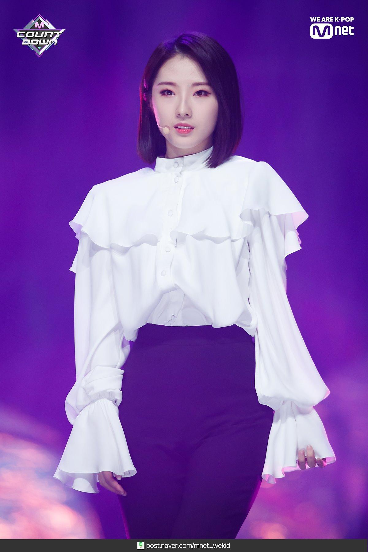 190221 Mcountdown Naver Butterfly HaSeul.jpg