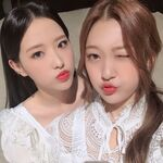 210313 SNS Choerry, Olivia Hye 3