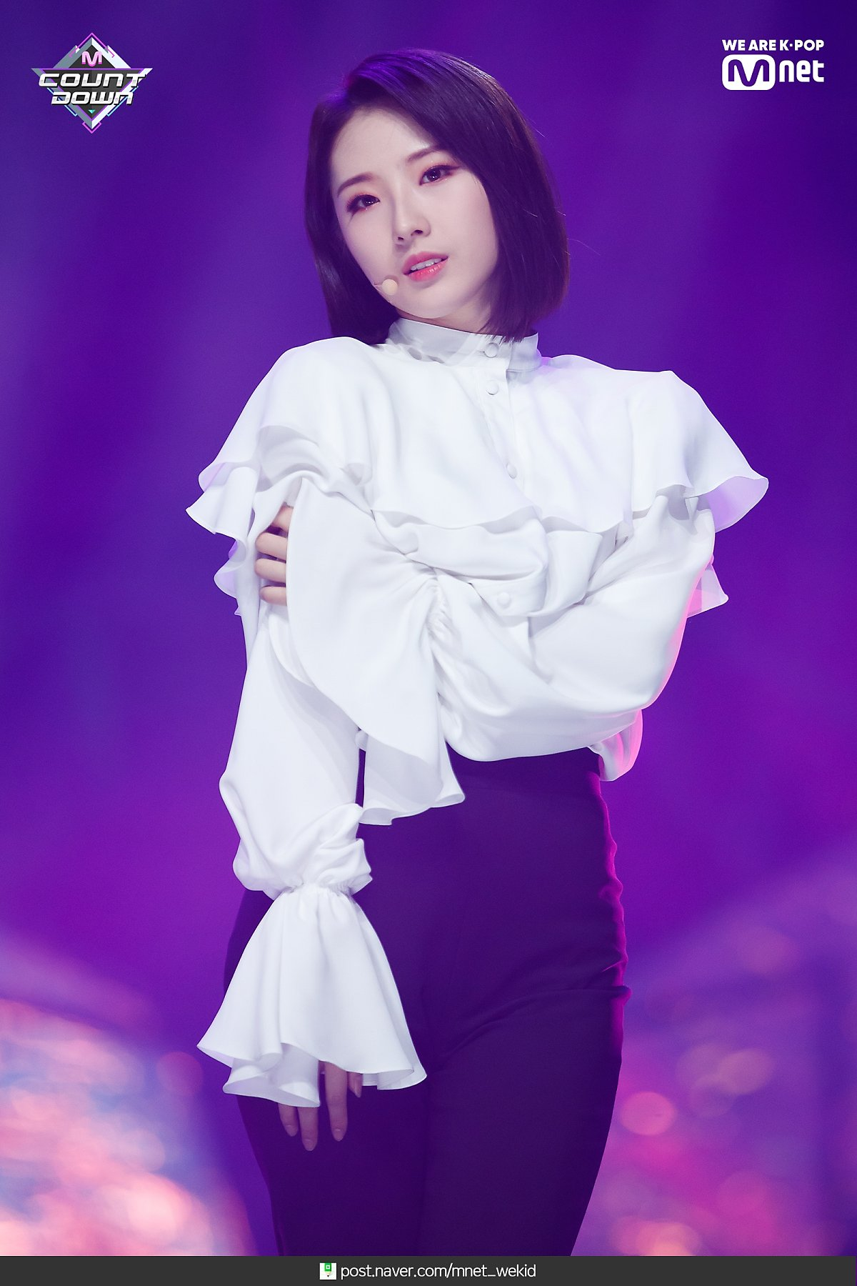 190221 Mcountdown Naver Butterfly HaSeul 8.jpg