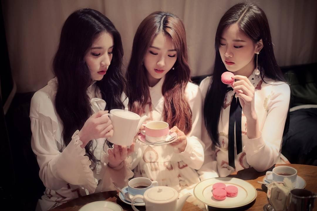 161227 HeeJin HaSeul HyunJin.jpg